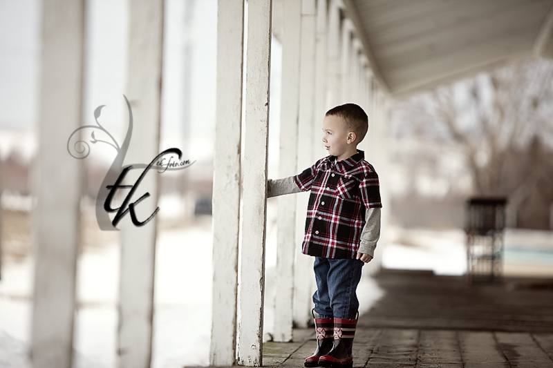 Wondering Boy - Boise Idaho Family Photographer