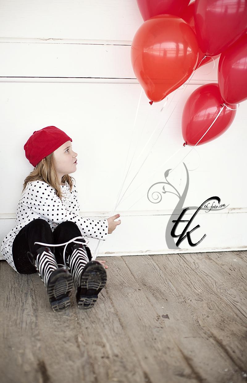 Red Balloons - Boise Idaho Children's Photographer