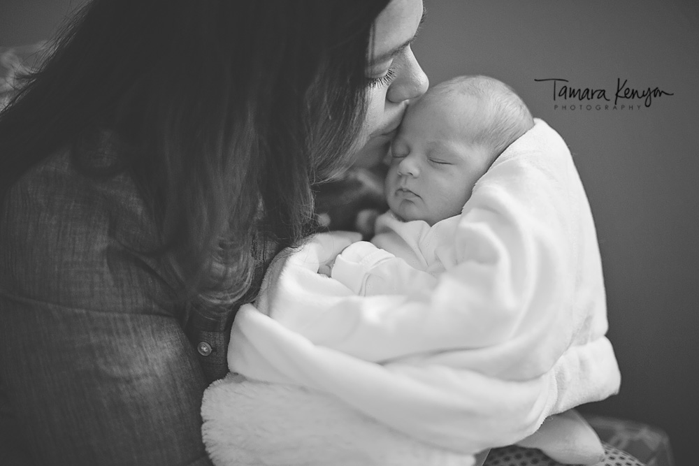 Mother_newborn_photo_journalistic