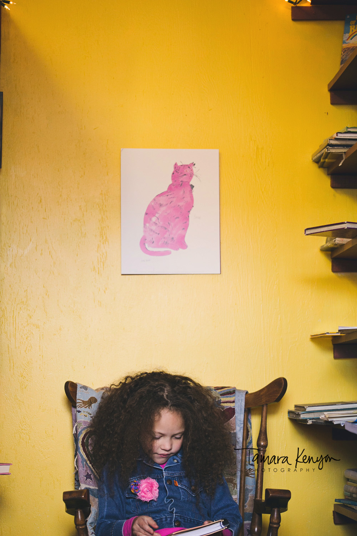 reading_yellow_wall_little_girl