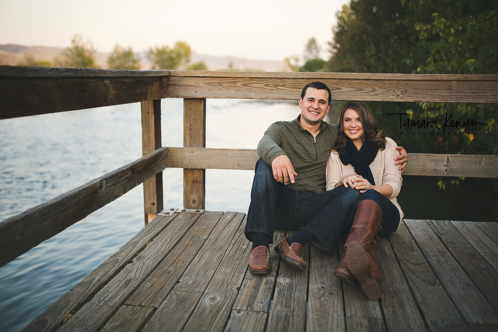 engagement photos in the fall in idaho