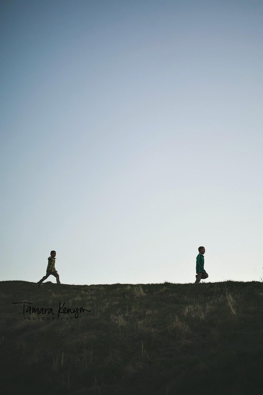 silhouette of boys running boise idaho