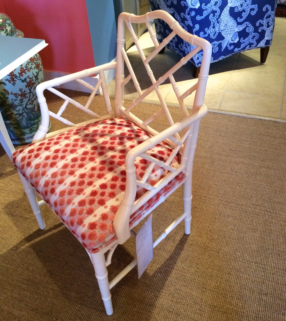 I want this chair!! It's shown in one of my favorite  Tilton Fenwick  patterns here.