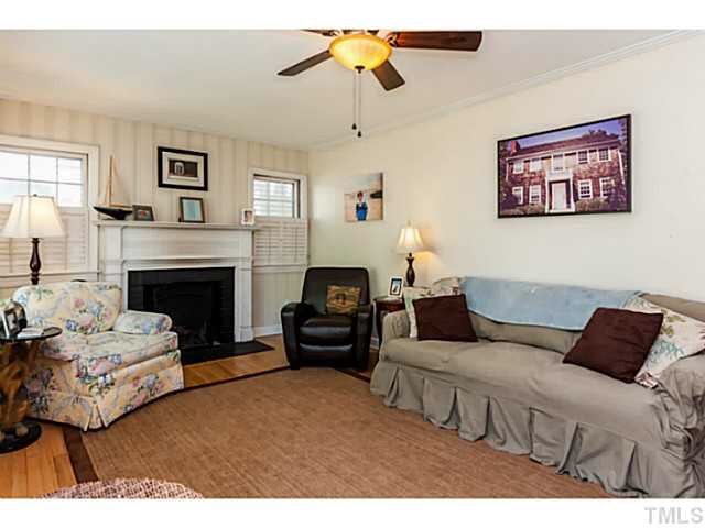 Living room photo from house listing.