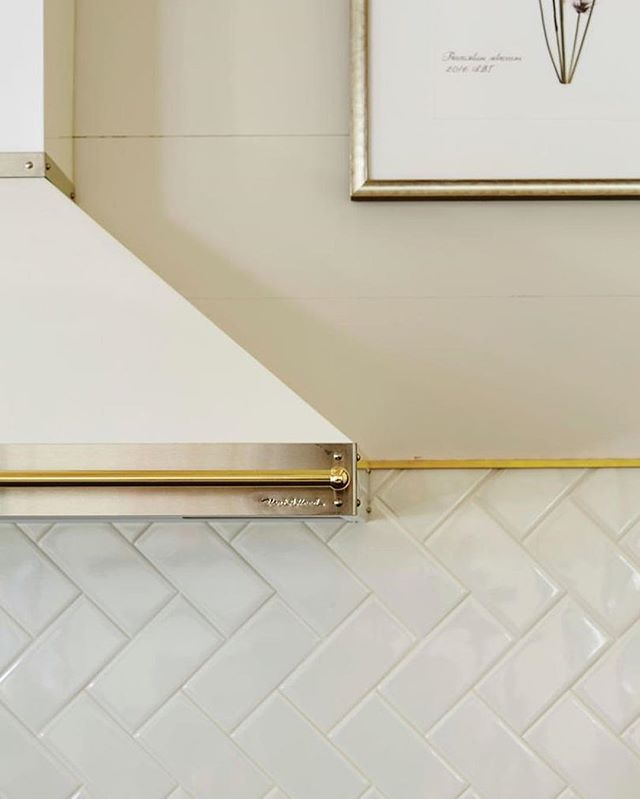 This image from the @southernlivingmag 2017 Idea House has stayed with me since the house was published — because of the beautiful metal edging detail above the backsplash. I filed it away as an idea to use when we renovated our kitchen. Almost 2 years later and we finally have backsplash 😁 but this extra detail didn't happen. I still haven't confirmed the source for this product in the image - after lots of hunting - but I think we've found a similar solution and will be able to make it happen in the next few weeks! It will require another row of tile...can you believe @jehymel agreed to this? How great is he?! He had an issue with one outlet box when tiling that became a much bigger problem when he tried to fix it, so the tile saw is coming back out anyway! 🤦🏼‍♀️😂 #kelseyleeinteriors #tiledesign #backsplash #kitchendesign #slideahouse #southernliving ⁣ ⁣ ⁣ PS my ongoing dilemma - I want to post more of my work and projects, but I have a cute baby who deserves to be shared 😍 and I don't want to spend a lot more time on my phone. Any advice from small business owners out there??