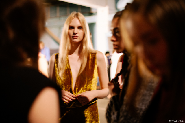 AWAKE-FW-14-15-backstage-3.JPG