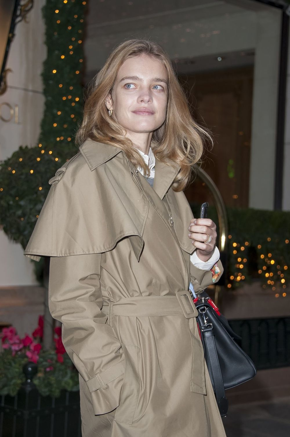 natalia-vodianova-style-leaves-the-bristol-hotel-in-paris-december-2014_1.jpg