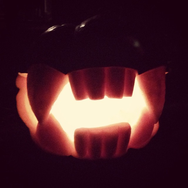 #pumpkincarving with the wife @shannonbonatakis #hellmouth