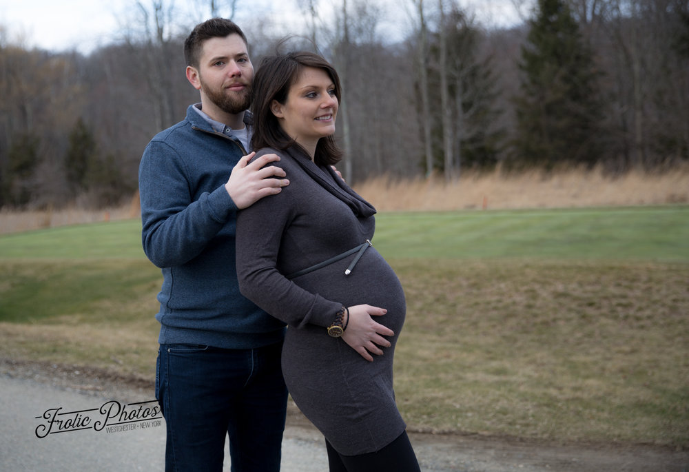 Pregnant-couple-in-field.jpg