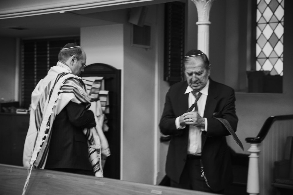 two-jewish-men-praying.jpg