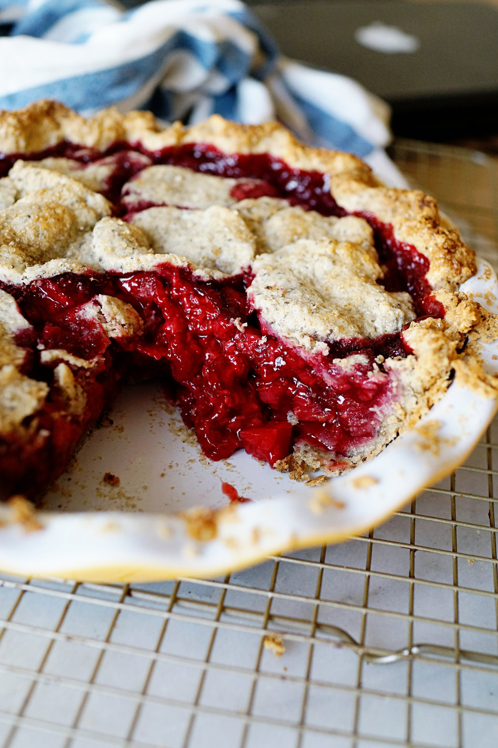 Recipe: Gluten Free Strawberry Raspberry Rhubarb Cutout Pie  /  www.goodonpaperdesign.com/blog/2016/10/4/recipe-gluten-free-strawberry-raspberry-cutout-pie  /  @good_on_paper