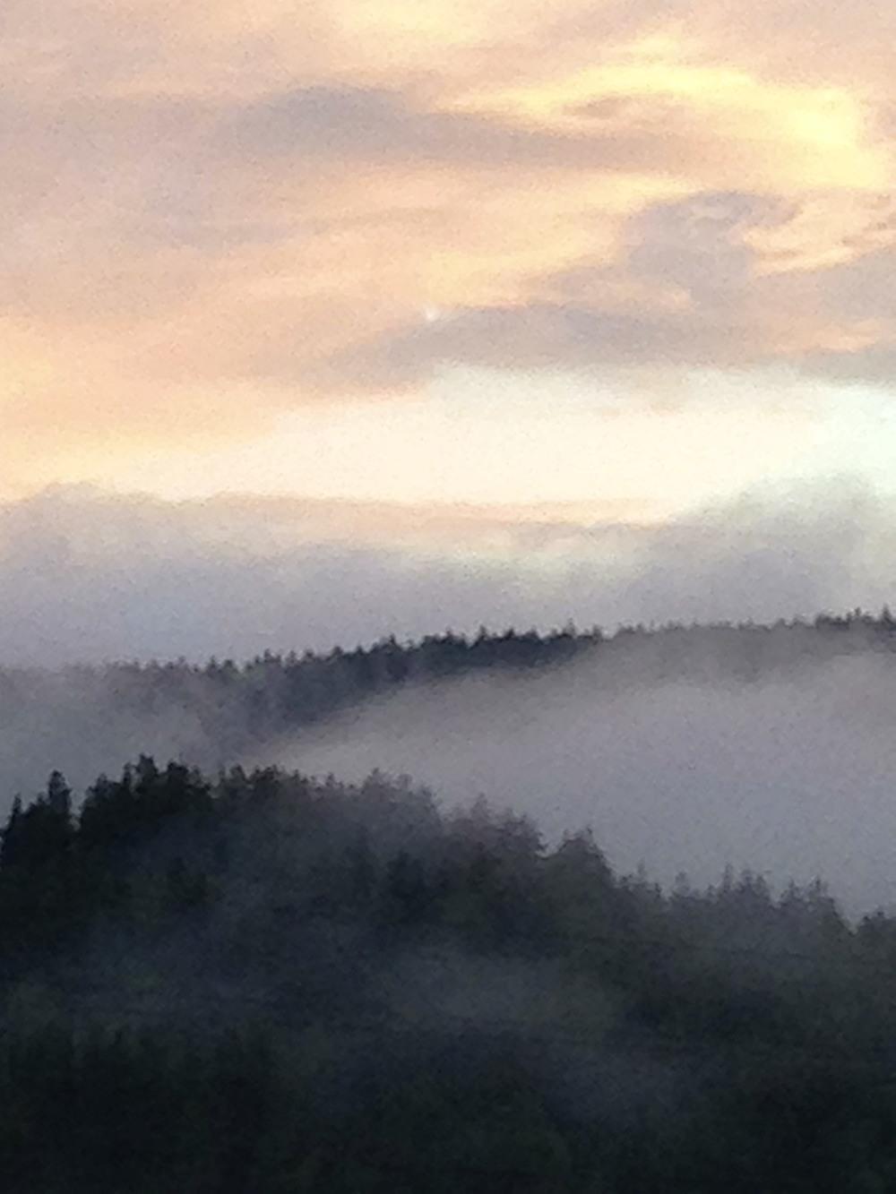 Bildet er tatt en regnværsdag da solen tittet frem. Det gjør det ikke nå!
