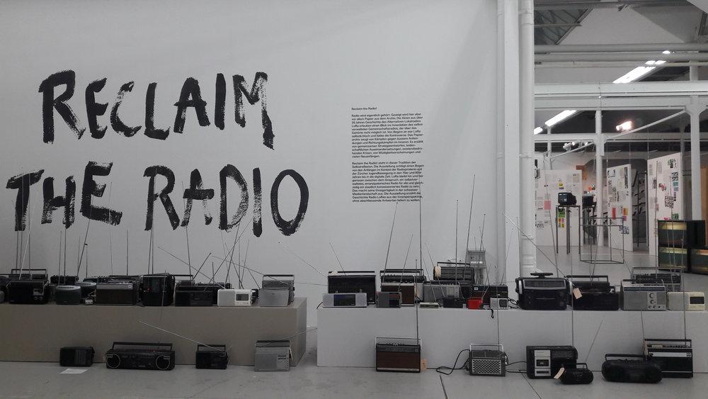 nach der performance die ausstellung RECLAIM THE RADIO!