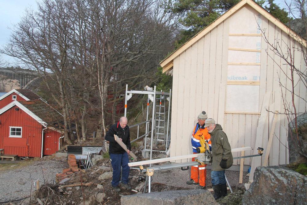 Bygging av den nye kystledhytta Mundastua.Foto: Hvaler Kulturvernforening