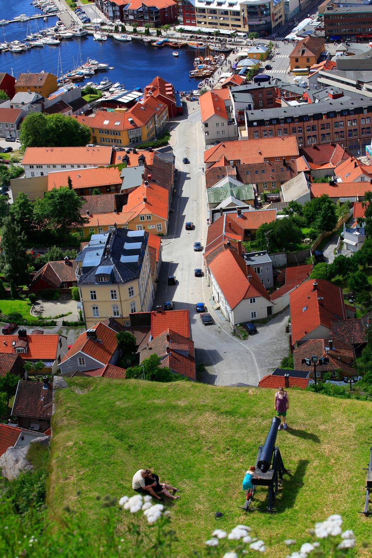 Halden by med alle sine vakre bygninger. Flere av de fine bygningene er i empirestil, og kalles ofte empirebyen.