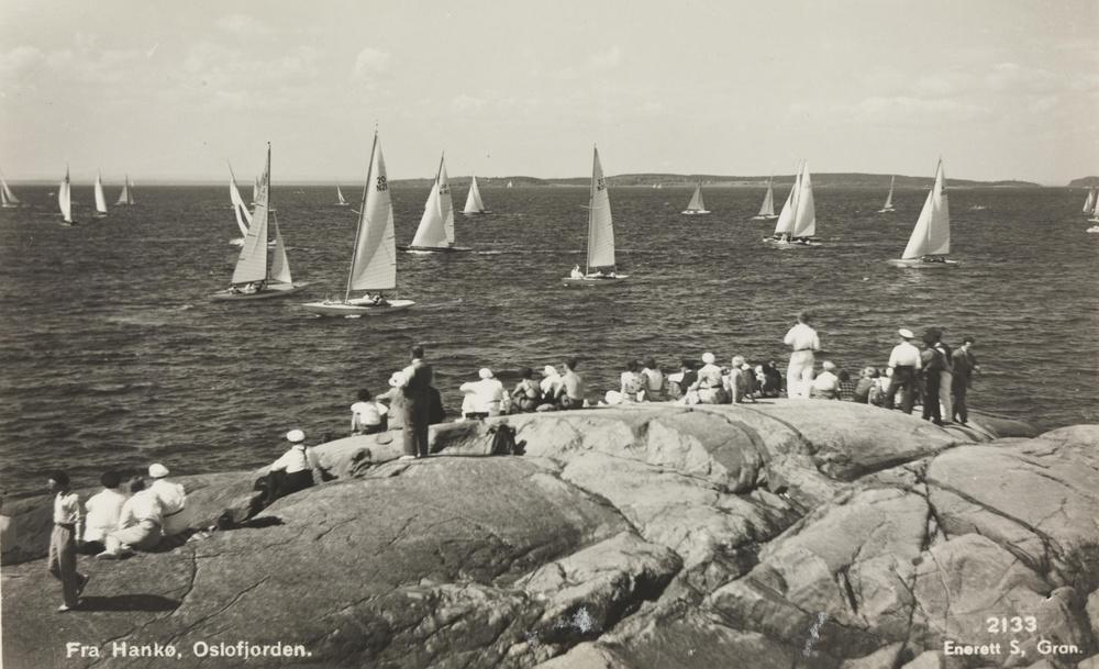 Dette bildet er fra mellom 1920 - 1930. Bildet er hentet fra Nasjonalbibliotekets bildesamling Hankø, Fredrikstad, Østfold