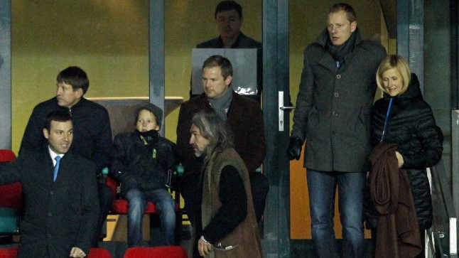 Coaching from the stands? Pehrsson sitting behind Pohlak, standing next to him former international Lemsalu (Õhtuleht.ee)