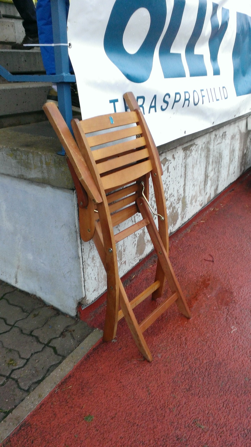 Chair's folded, season's over (RdS)