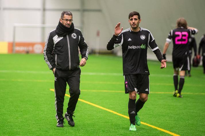 Portuguese defender Jorge Rodrigues discussing with assistant coach, Getulio Fredo (Facebook)