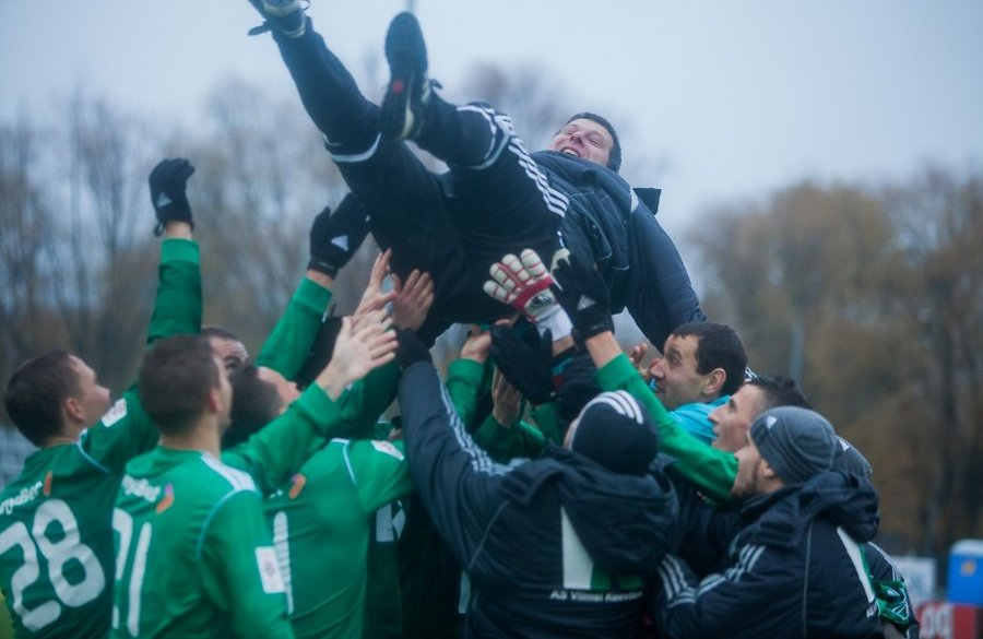 Kristal thrown in the air as Levadia celebrated their 8th title back in November 2013 (EPL.Delfi.ee)