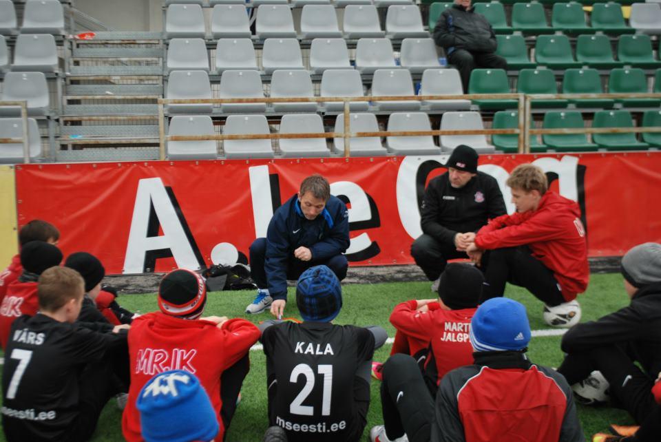 Martin Reim showing his academy kids how to evade taxes (Rumori di Spogliatoio)