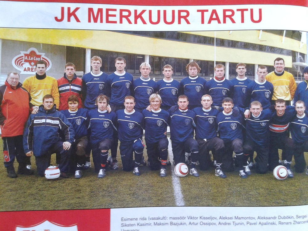 Narva Trans goalkeeper (Sergei Lepmets, second from left standing) at Merkuur Tartu