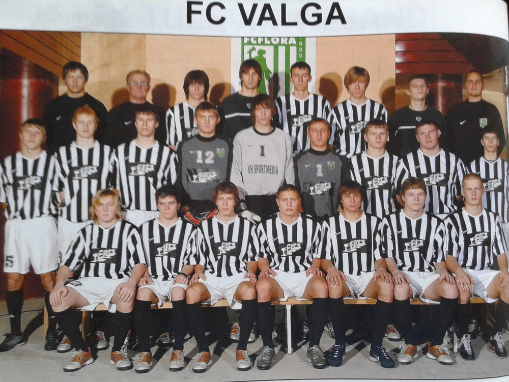Norman Kägo (first from left, front row) was recently accused of drug smuggling along with Oliver Konsa. He was featuring in FC Valga along with Gert Kams (third from right)