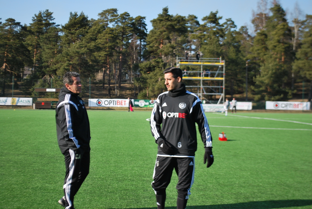 A Portuguese chat between Brazilian coach Getulio Fredo and Portuguese defender Jorge Rodrigues