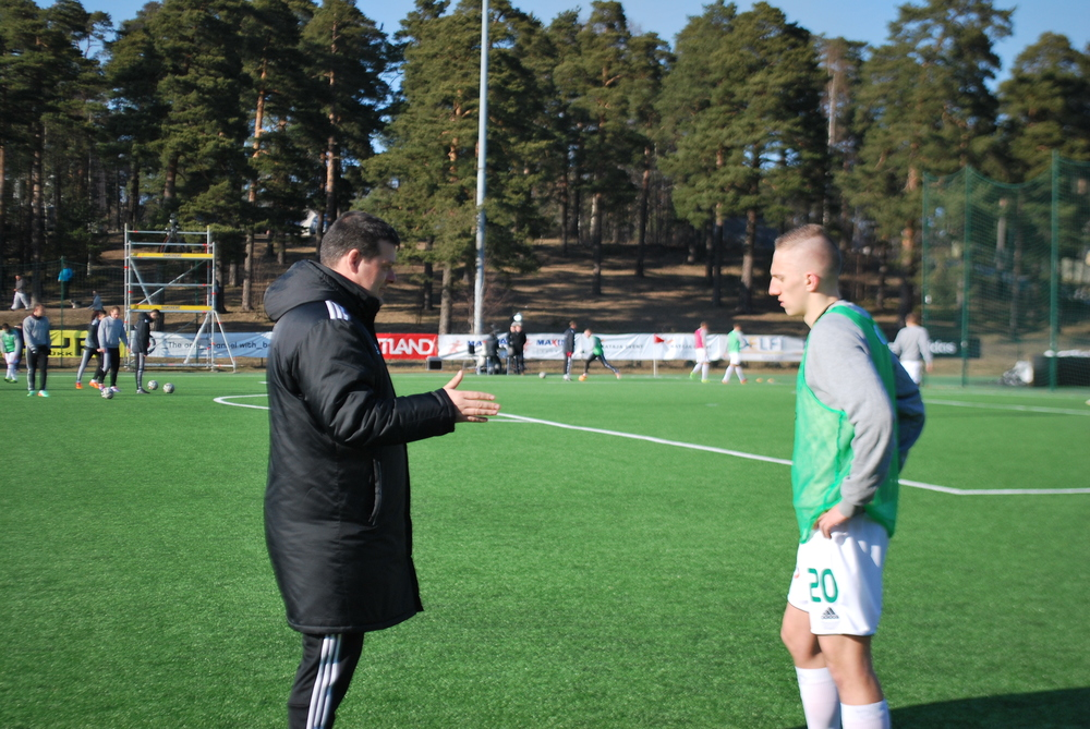 Marko Kristal instructs Pavel Marin about the game
