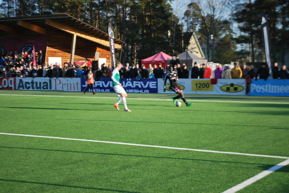 One of the many runs on the left flank by Allan Kimbaloula