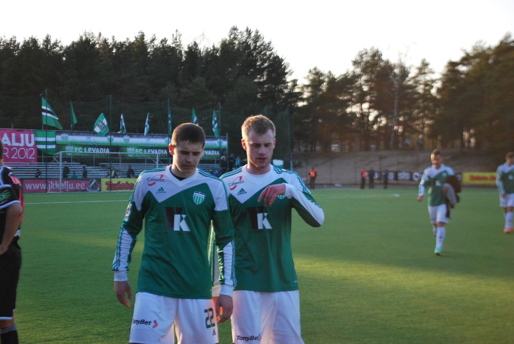 Pikk (left) and Podholjuzin (right) discuss the game