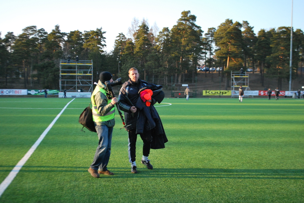Assistant coach Indrek Zelinski upon leaving the pitch