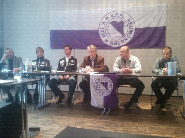 Uwe at the press conference of his new club (VfR Neumünster Facebook)
