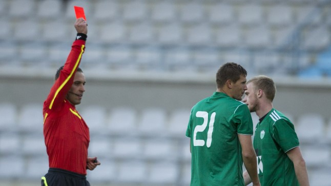 Tarajev showing one of his overall 27 red cards to Jahhimovitś (Levadia)