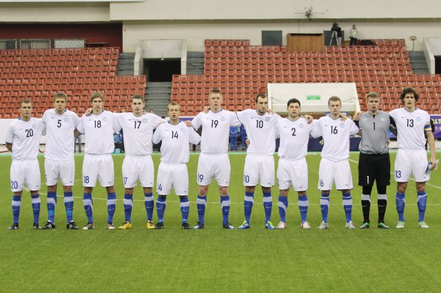 The U-21 XI just before the kick-off against Russia, Paponov is nr.10 (Com-Cup.com)
