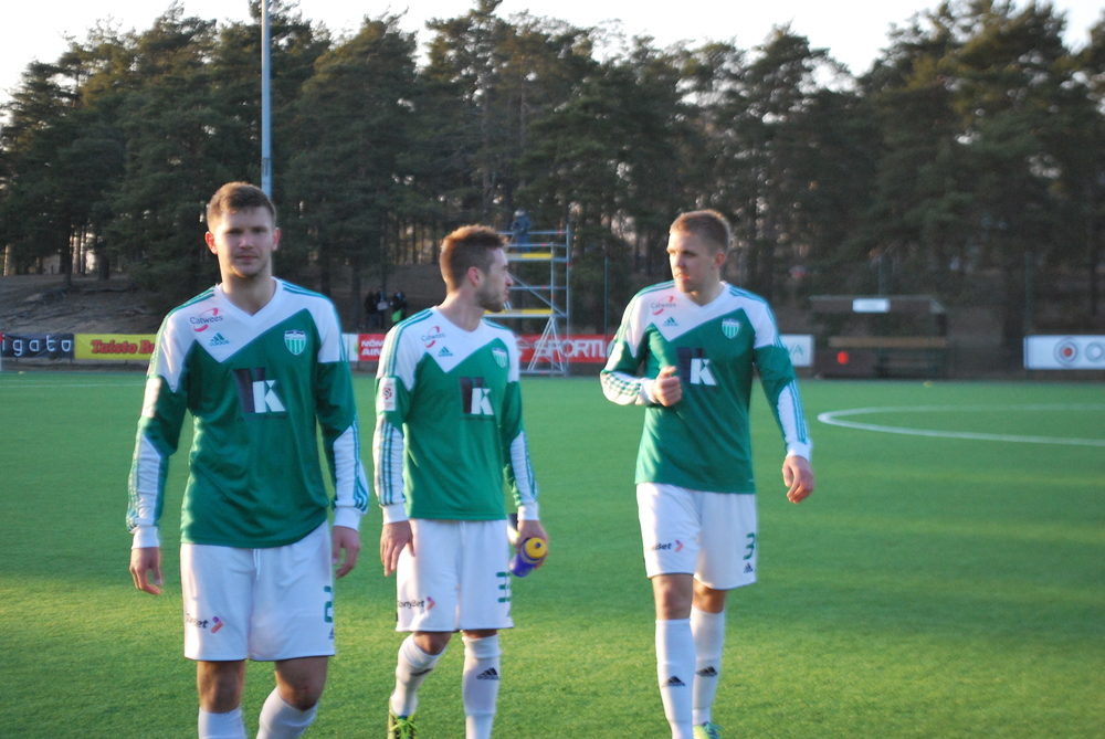 Aleksei Jahhimovits, first from left, at the end of the derby against Kalju. No evidence has come up at the moment of any matchfixing during club football season 2013 and 2014 from his side (RdS)