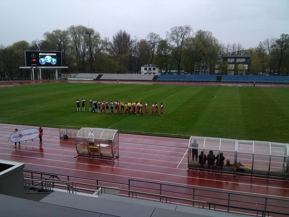 Miserable weather conditions at Kadriorg Stadium made the pitch quick and slippery Photo: RdS