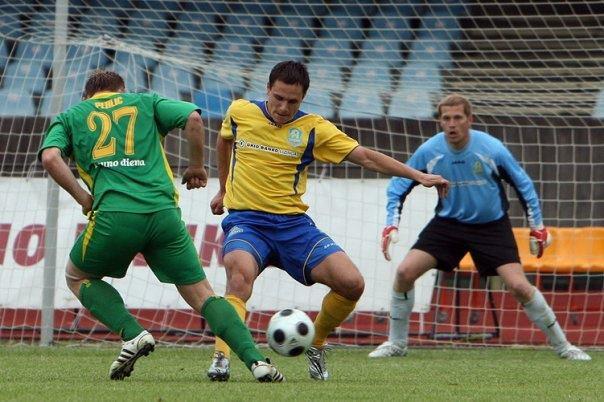 Śiśkin (middle) at his previous club in Klaipeda, Atlantas (footballagency.org)