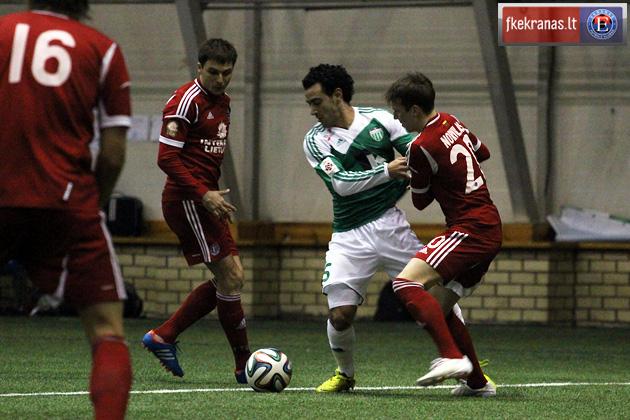 Omar in action against Ekranas (LTU) in a pre-season indoor friendly (fkekranas.lt)