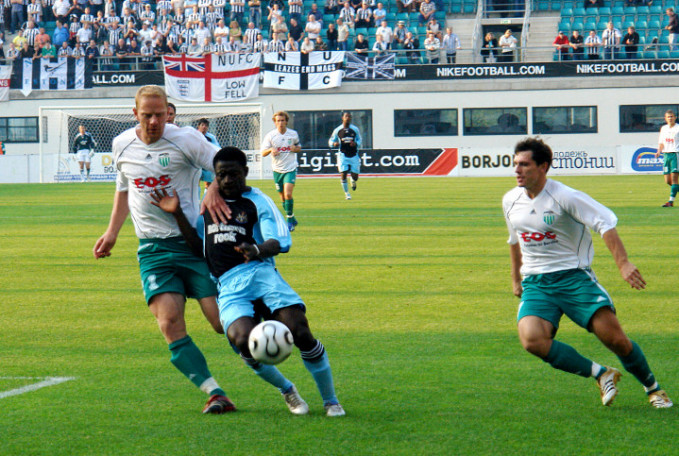 Obafemi Martins in Newcastle United strip, challenged by former international Marek Lemsalu in the box at the A.LeCoq Arena (FCLEVADIA.ee)
