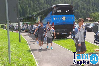 Napoli Primavera arrives at Mezzano in Primiero venue where Trentino Cup is taking place. In the background the Inter bus