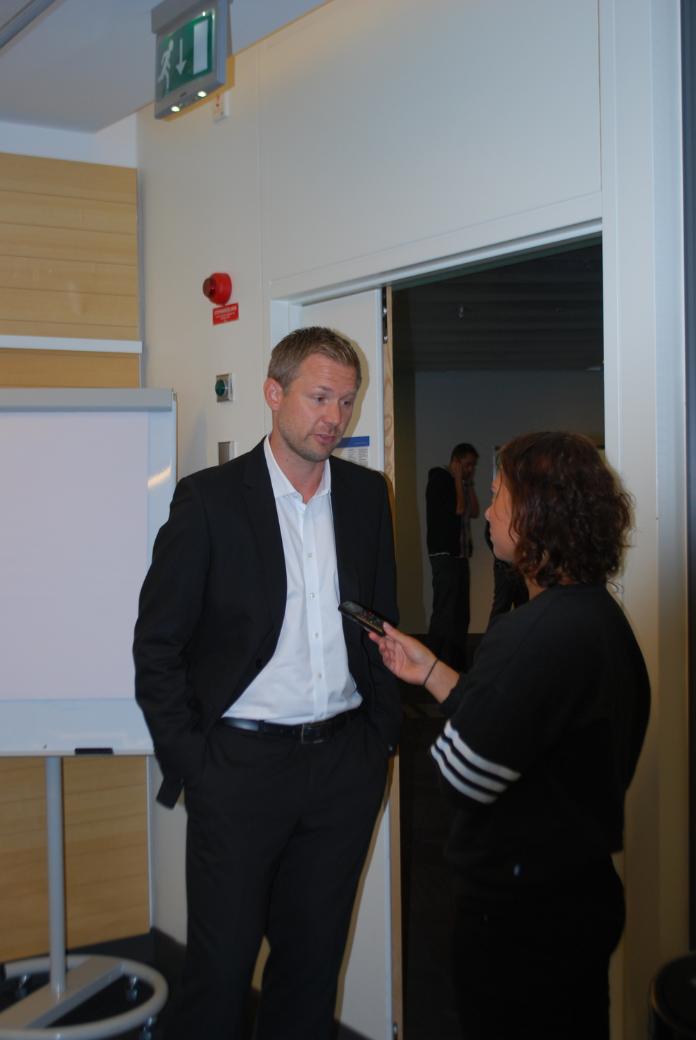 Magnus Pehrsson speaking with local press at the Radisson Waterfront Hotel