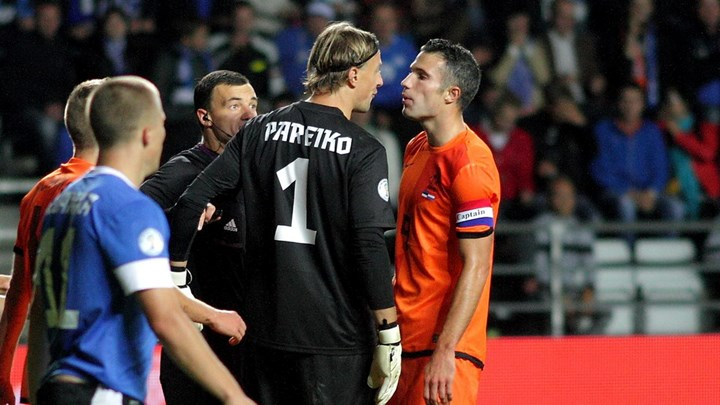 Pareiko's confrontation with Robin Van Persie back in October 2013. The Estonian shot stopper is known both for his affection to the country's jersey and his great temperament on the pitch. (sport.err.ee)