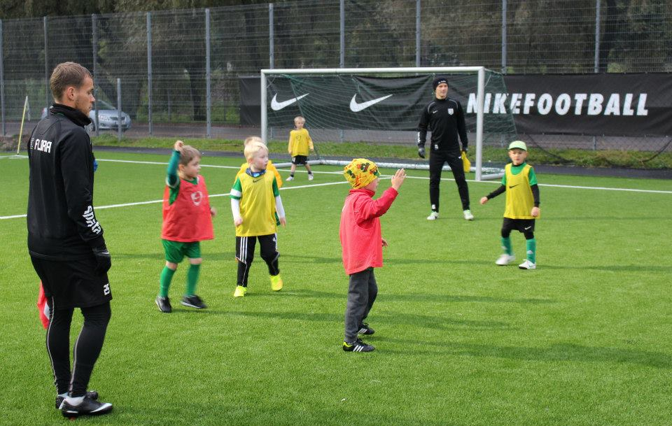 Flora players chilled during the week by taking part into academy kids trainings (FC Flora Facebook)