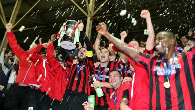 'De Town' celebrate First Division title which means promotion to the top-flight (www.rte.ee)