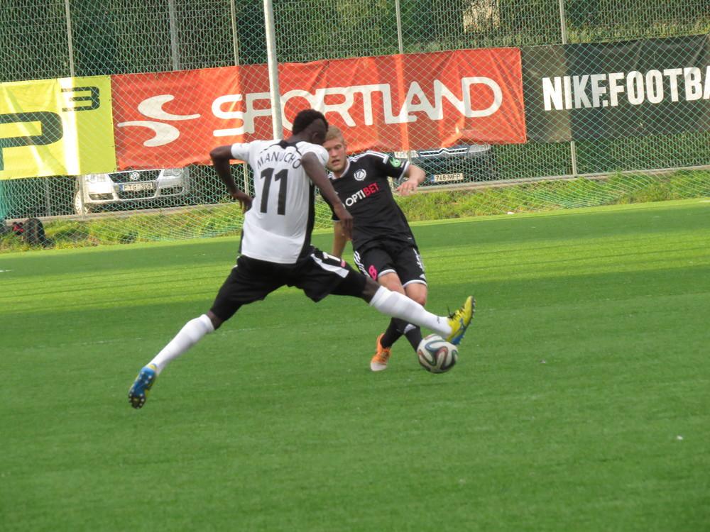Manucho in action against his former club, Kalju (Keiko Masuda/Rumori di Spogliatoio)