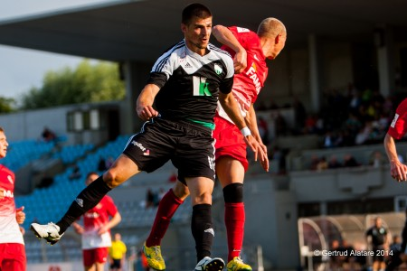 Tipuric mastering in the air against Narva Trans. Positive signing during the Summer transfer (fclevadia.ee)