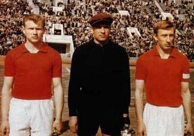 Igor Netto (first from right) close to the 'Black Giant' - as described years later by Sandro Mazzola - Lev Jashin