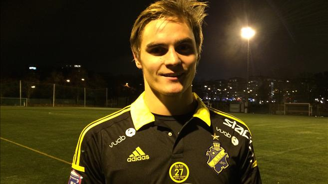 Sakari Tukiainen with AIK's jersey after his test game (aikfotboll.se)