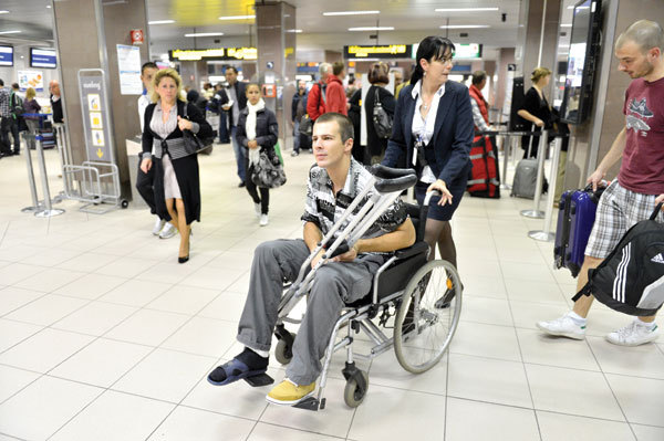 Lepmets accompanied at the airport on a wheelchair. His Romanian spell was officially over (prosport.ru)